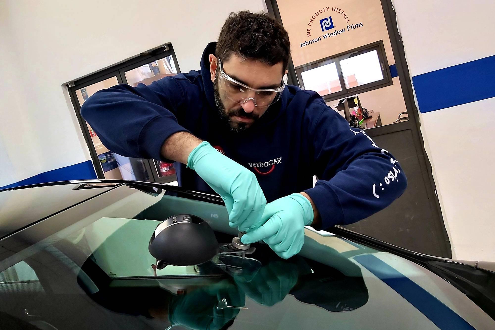 vetrocar corvetto ripamonti milano riparazione sostituzione vetri parabrezza oscuramento pellicola
